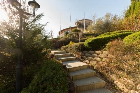High Road Villa